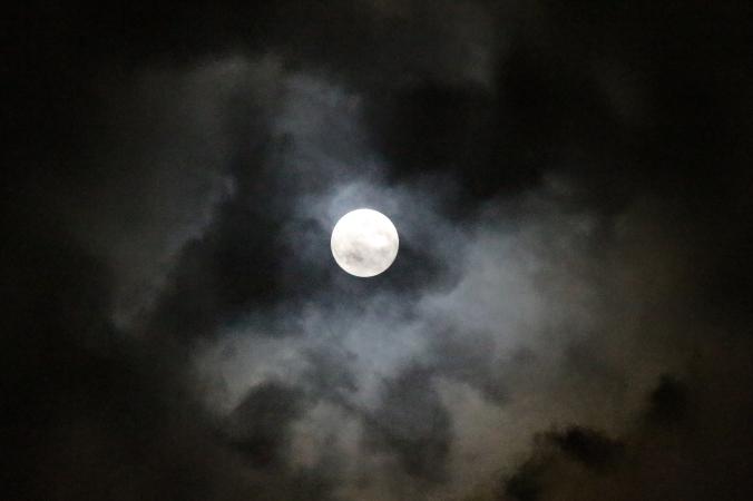 la luna prima dell'eclissi