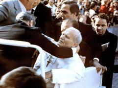 Settanta 70 1981 L'attentato a Giovanni Paolo II in piazza san Pietro.jpg