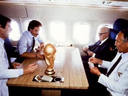 Settanta 70 1982 - Il Presidente Pertini sull'aereo con la nazionale dopo la vittoria dei mondiali