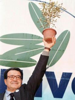 Settanta 70 1996 La coalizione dell'Ulivo guidata da Romano Prodi vince elezioni