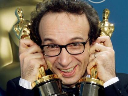 Settanta 70 1999 Due Oscar a Roberto Benigni BEST ACTOR BENIGNI POSES WITH TWO OSCARS